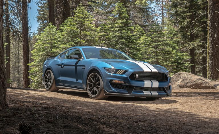 2019-ford-mustang-shelby-gt350-comparison-103-1566408505.jpg?crop=0.707xw:0.708xh;0.214xw,0.jpg
