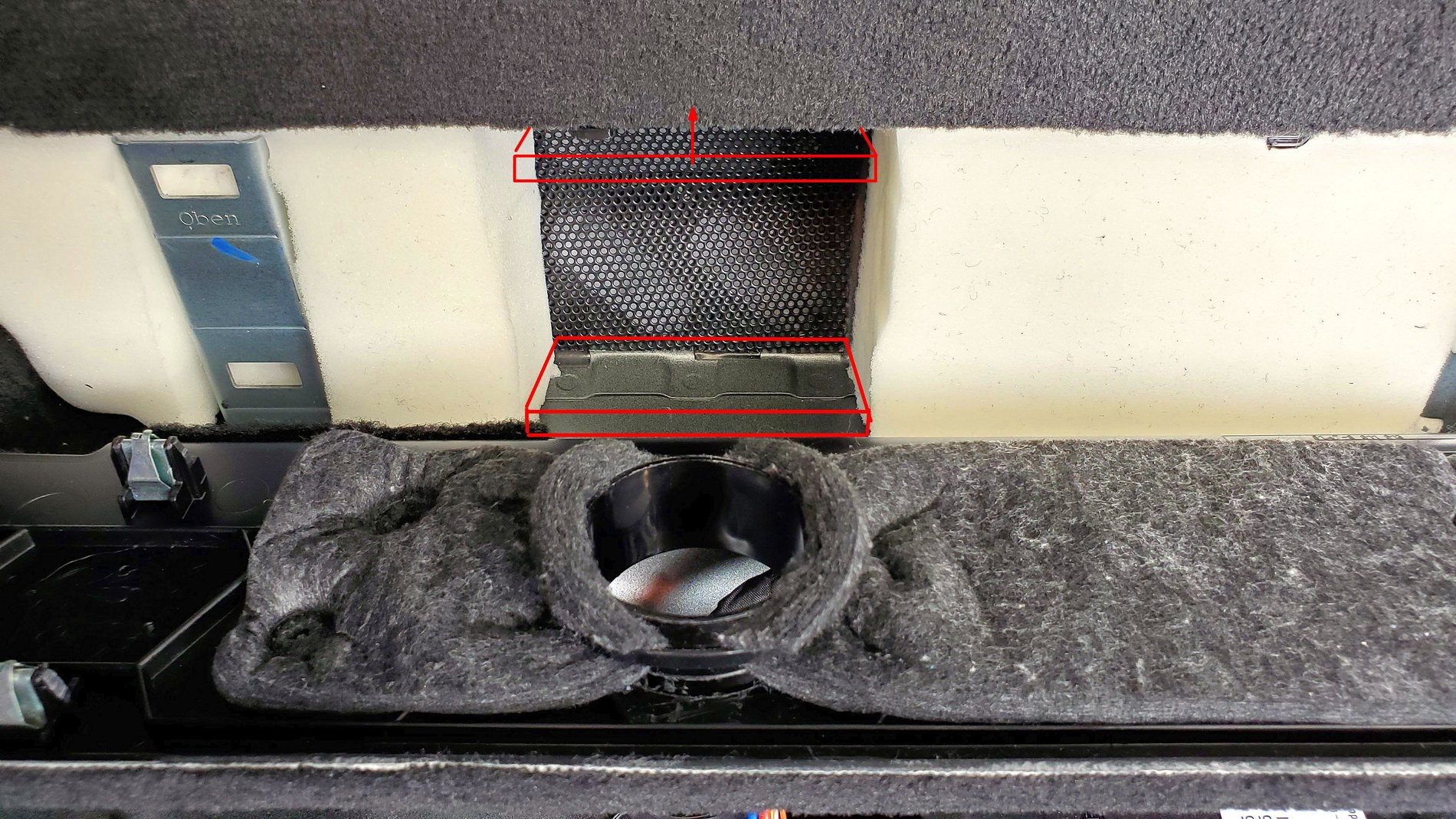 subwoofer 7b ported rear panel insulation strip.jpg